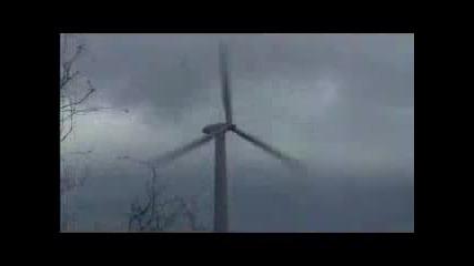 Феноменално! Буря Разкъсва Електрическа Перка От Скоростно Превартане