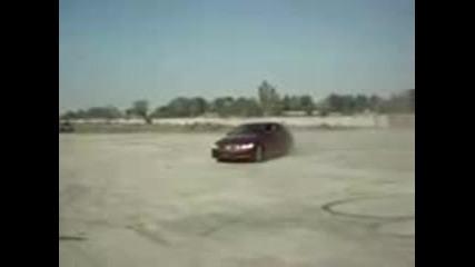 Малко шоу с неизвестна марка кола