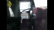 0605 Ето така се слуша музика във автобус, по време на зареждане със гориво!