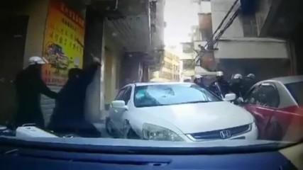 Как заподозрян опитва да избяга от полицаите