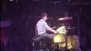 Лицата на Ник докато е на барабаните...сладур =]