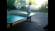 Иван Ангелов Играе Тенис На Маса