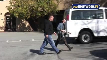 папарашко видео на Деми Ловато!! Demi Lovato A New Journey 01.31.11