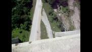 Алисче скача от моста на Витиня