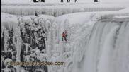 Спускане по замръзнал участък от Ниагарския водопад - Will Gadd