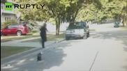 Бебе скункс с глава, заседнала в кофичка от кисело мляко, спасено от полицай