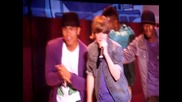 Justin Bieber си чупи крака на концерт