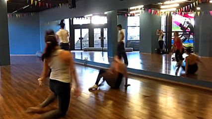 Съвременни танцови техники с Васил Дипчиков