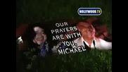 Стотици фенове на Michael Jacksons поднасят цветя пред дома му