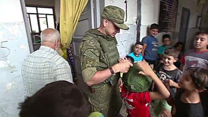 Руски войски доставят хуманитарна помощ за квартал на Алепо