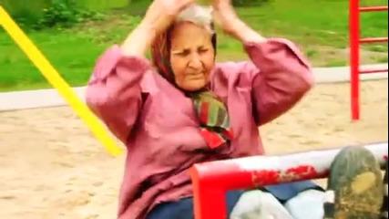72 годишна жена тренира на лостовете