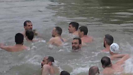 Turkey: Poroshenko watches on as Orthodox faithful dive for Epiphany cross