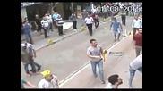 Улично меле, един човек срещу всички!