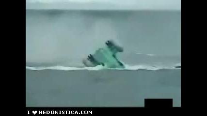 Хеликоптер Се Разбива Във Водата