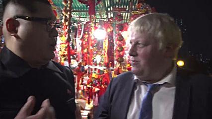 Kim Jong-un and Boris Johnson impersonators surprise onlookers in Hong Kong