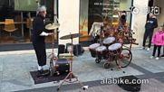 Най-добрият жонгльор-барабанист, когото някога сте виждали