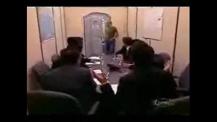 Тоалетна с изненада