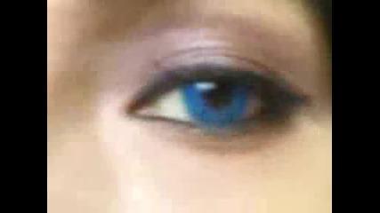 Мацка със сини очи