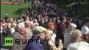 Стотици положиха цветя на мемориала на Червената армия във Вилнюс