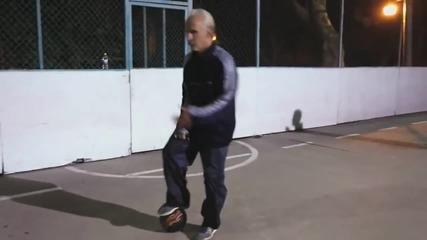 Невероятни футболни умения от възрастен човек