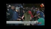 Ето как Актьора Ивайло Захариев (с червената тениска) спаси човек от биещ полицай край парламента