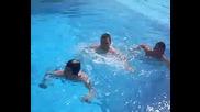 скок в басейн !!!