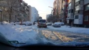 Почистване на снега в бургаски комплекс