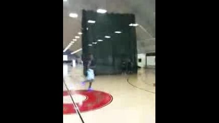 Dwight Howard practicing for the 09 - 10 season