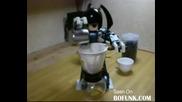 Мини робот прави кафе