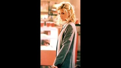 Sarah Mishelle Gellar Around The World