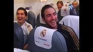 Реал Мадрид празнува и откача в самолета