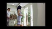 Реклама На Банка Пиреос момиче В Магазин