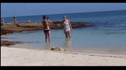 Ето какво правят жените когато са на море! Смях.
