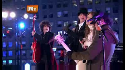 Jonas Brothers & Miley Cyrus - We Got The Party With Us [ Live Dick Clarks New Years Eve 2008 ]