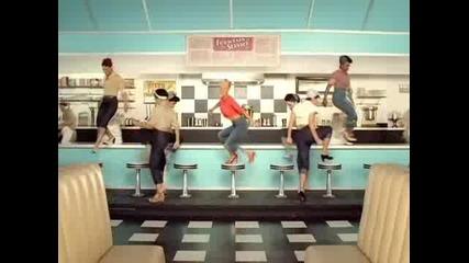 Превод! Christina Aguilera - Candyman