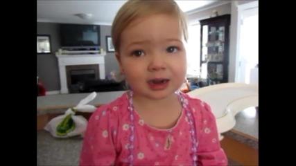 2 годишно момиченце изпълнява песен на Adele