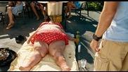 Привлекателен мъж кани дебела жена на вечеря - Good Luck Chuck