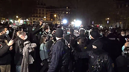 France: Scuffles as police refugee remove tents at Paris Place de la Republique