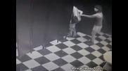 Пияно момиче със свалени прашки пада на земята - Много смях