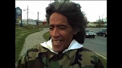 *видеото което трогна всички* Нереално! Бездомен мъж със Изумителен радио глас.