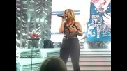 Kelly Clarkson Feat Reba Mcentire Behind These Hazel Eyes Live Harbor Yard Arena, Bridgeport County