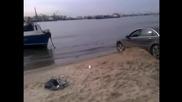 Лодка помага на Audi A8