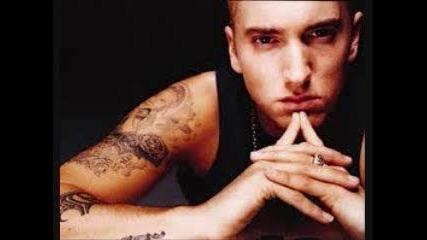 15. Love The Way You Lie, feat Rihanna - Eminem -