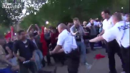 100 комунисти нападат 5-6 националисти и го ядат дебелия
