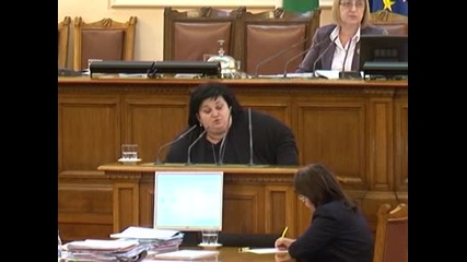 Четин Казак, Искра Фидосова и други депутати си говорят за Изборния кодекс