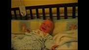 Бебе Има Много Готин Смях!