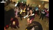 Танцовите му умения буквално я сринаха :d