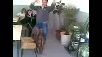 Андрио Играе В Даскалото
