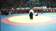 Стивън Сегал демонстрира бойните си умения по време на състезание по бойни изкуства в Русия