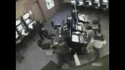Ужасс!!! Руски полицаи първо действат после задават въпроси